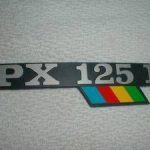 Schriftzug PX 125 Arcobaleno Backe
